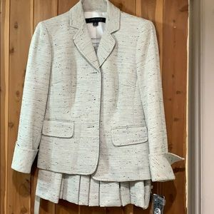 NWT Ann Klein 2P suit set
